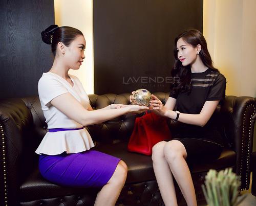 Bi-quyet-giup-Dang-Thu-Thao-chua-tung-trang-diem-xau-VTM-Lavender-6