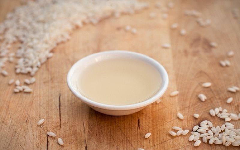Tìm hiểu cách tắm trắng da với giấm gạo