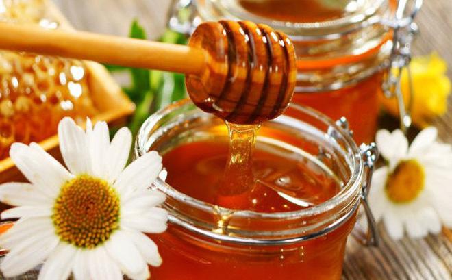 Mật ong và hoa cúc _ Bí quyết giữ gìn nhan sắc cho chị em